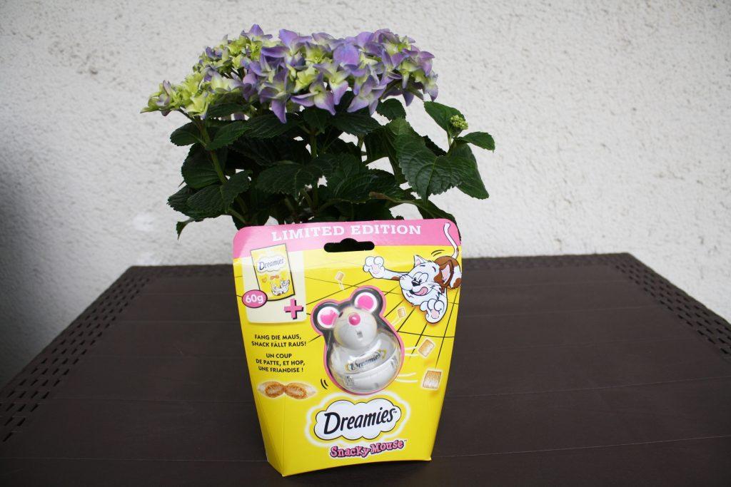 Die Dreamies Snacky Mouse könnt Ihr günstig kaufen